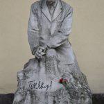 Peyo Yavorov statue